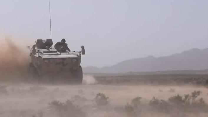 戈壁飛沙!裝甲兵西北大漠駕駛訓練畫面高燃