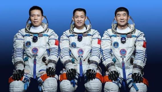 """港媒詳解中國航天員""""天宮""""生活 航天員攜帶的箱子裏裝了什麼?"""