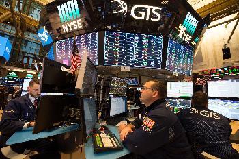 美股暴跌折射經濟風險 加息節奏或放緩