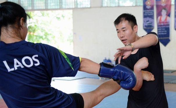 中國教練帶領老撾武術散打隊備戰亞運會