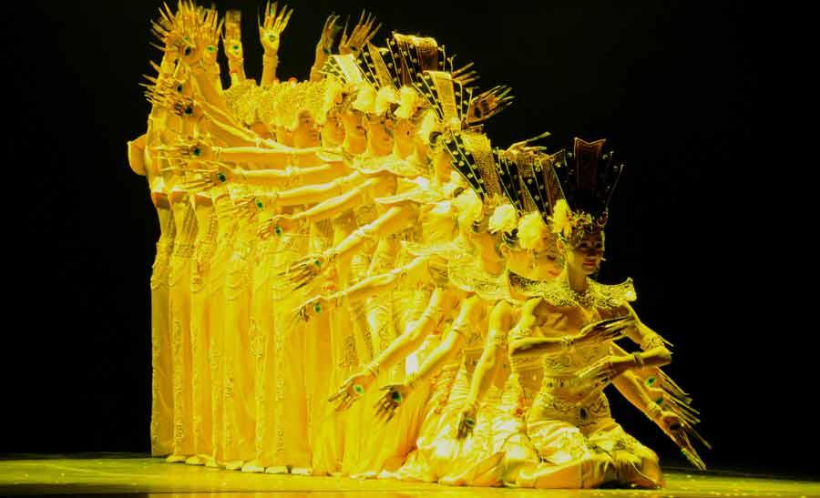"""國僑辦""""四海同春""""藝術團在巴西裏約熱內盧進行慰僑演出"""