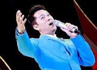 歌手蔡國慶在晚會上獻唱
