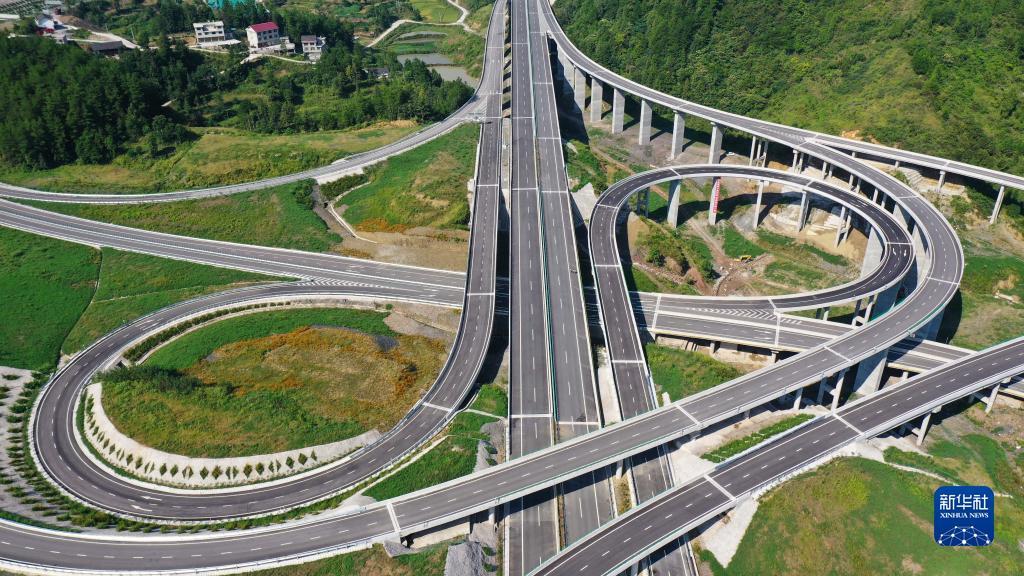 贵州石玉高速公路正式开通运营
