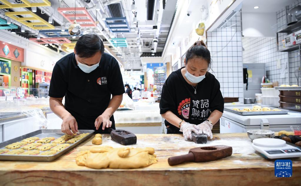 广州:中秋临近 礼饼进入产销旺季