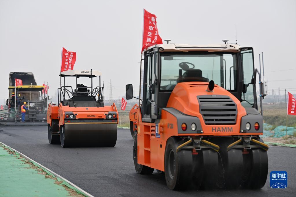 天津:智能装备助力公路建设