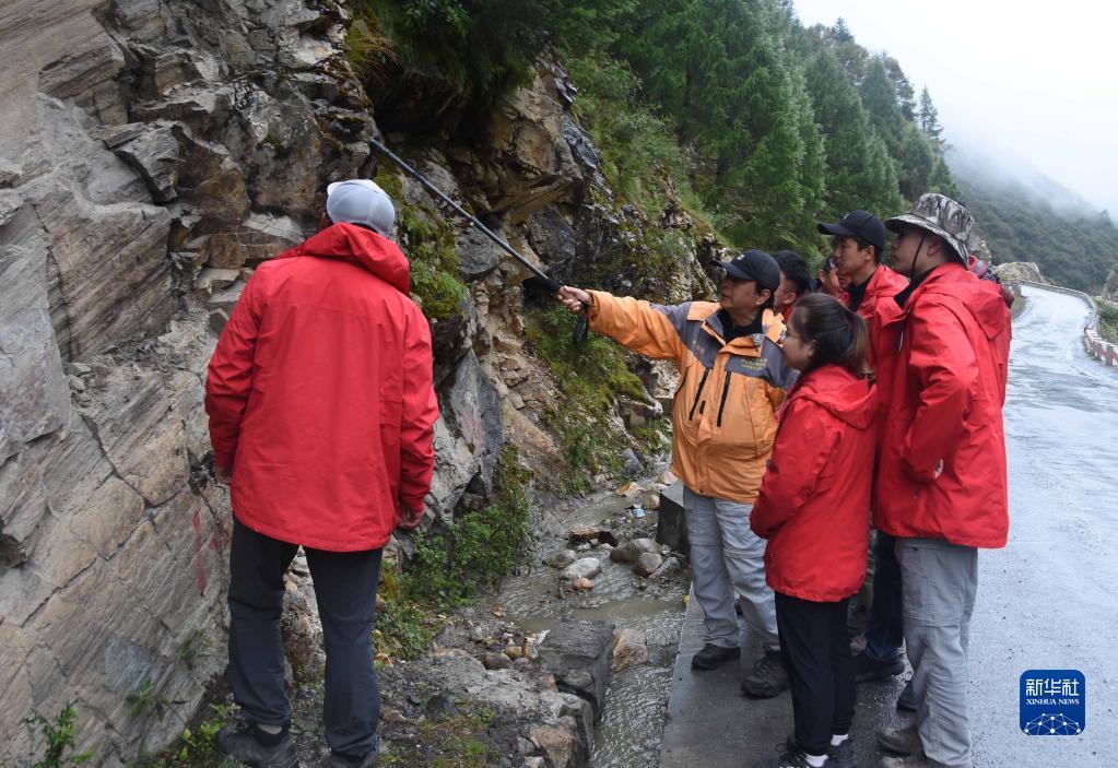 中科院科考队考察喜马拉雅山脉灾害链 为期28天