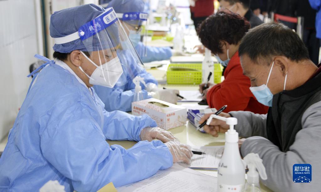 直击:北京市居民有序接种疫苗加强针