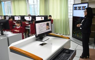 """貴陽:""""高科技""""走進小學課堂"""