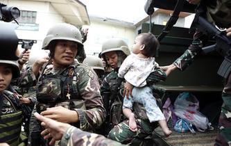 """菲政府軍在馬拉維""""人道主義休戰""""8小時"""