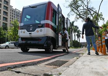 臺灣首輛無人駕駛巴士上路測試
