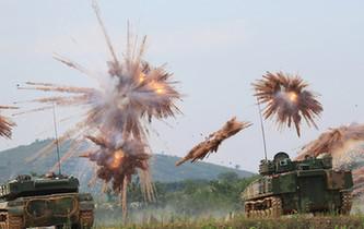裝甲集群實彈射擊 低空引爆似焰火