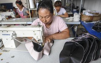 河北阜城:手工布鞋加工助力留守婦女脫貧