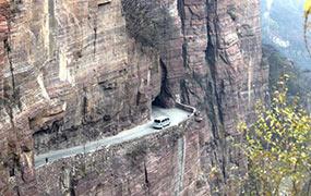 絕壁公路依山而鑿