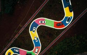 """重慶""""彩色S型公路""""正式通車 市民開車排隊體驗"""
