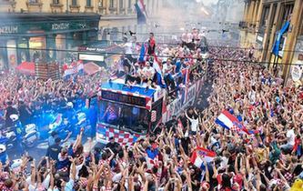 足球——克羅地亞人民迎接英雄凱旋