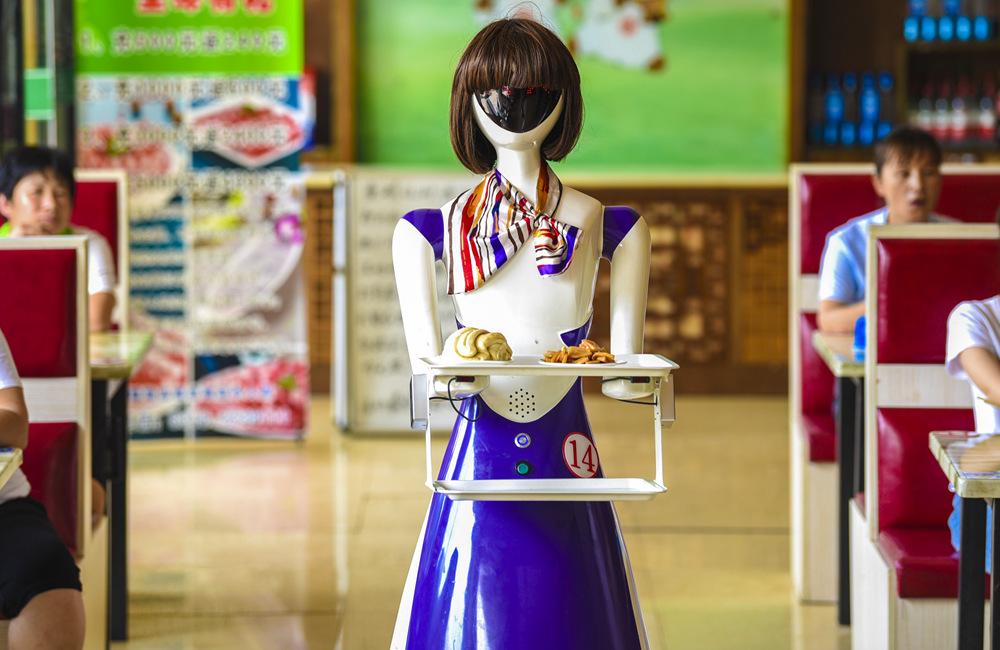 """河北深州:機器人在小餐廳""""上崗"""""""