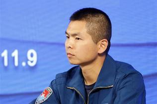 """中國空軍新型戰機飛行員""""論劍""""珠海航展"""