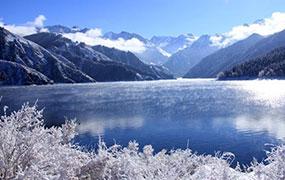 天山天池大雪初晴美如畫