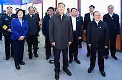 汪洋率中央代表團參觀廣西壯族自治區成立60周年大型成就展