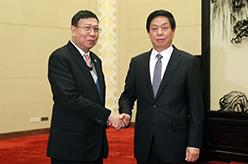 栗戰書與泰國立法議會主席蓬貝舉行會談