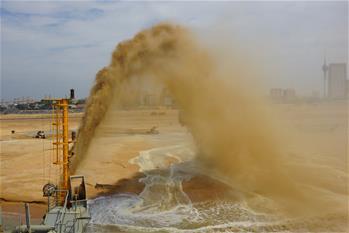 中斯共同開發的科倫坡港口城項目填海造地工程完工