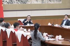 李克強主持召開教科文衛體界人士和基層群眾代表座談會 聽取對政府工作報告的意見建議