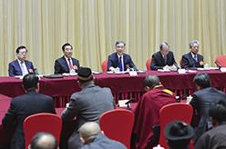 汪洋看望宗教界委員並參加討論
