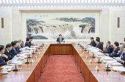 十三屆全國人大二次會議主席團常務主席第一次會議舉行 栗戰書主持