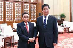 栗戰書會見老撾建國陣線中央主席賽頌蓬