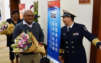參加多國海軍活動的外國海軍代表團陸續抵達青島