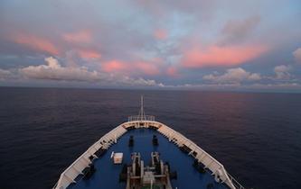 遠望3號船穿越赤道駛向測控任務海域