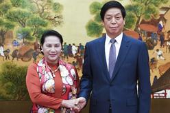 栗戰書同越南國會主席阮氏金銀舉行會談