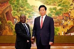 栗戰書同坦桑尼亞國民議會議長恩杜加伊舉行會談