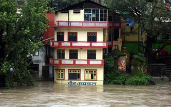 印度喜馬偕爾邦暴雨造成至少18人死亡