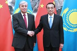 李克強會見哈薩克斯坦總統托卡耶夫