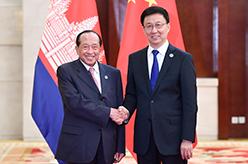 韓正會見柬埔寨副首相賀南洪