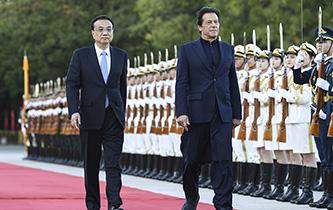 李克強同巴基斯坦總理伊姆蘭·汗舉行會談
