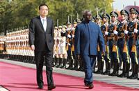 李克強同所羅門群島總理索加瓦雷舉行會談