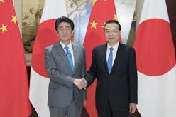 李克強同日本首相安倍晉三舉行會談