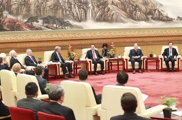 李克強同在華外國專家舉行新春座談會