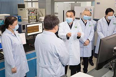 李克強赴中國醫學科學院病原生物學研究所考察