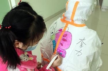 武漢:兒童病房裏的卡通世界