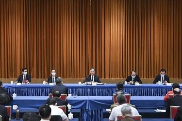 汪洋看望民革、臺盟、臺聯界委員並參加討論