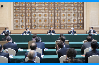 趙樂際看望民盟、致公黨、僑聯界委員並參加討論