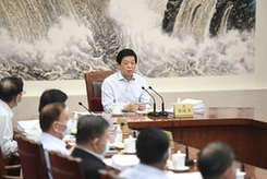 栗戰書主持召開十三屆全國人大常委會第六十九次委員長會議