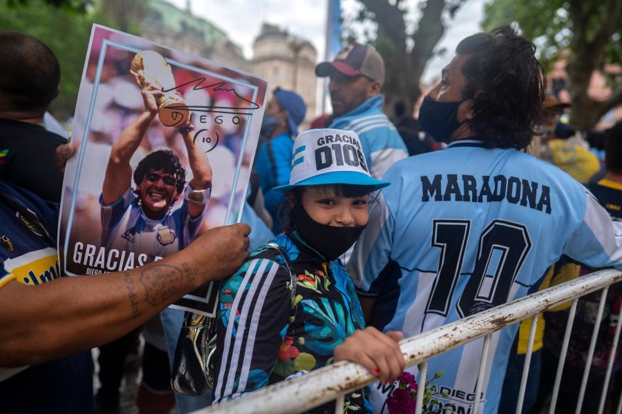 阿根廷總統府舉行馬拉多納遺體告別儀式