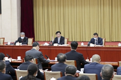 王滬寧看望社會科學界委員並參加討論