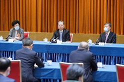 趙樂際看望農工黨、體育界委員並參加討論