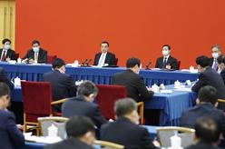 李克強看望經濟界委員並參加討論