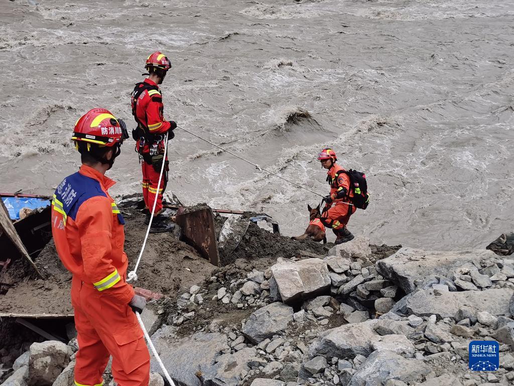 四川天全县山洪灾害致12人失联2人死亡